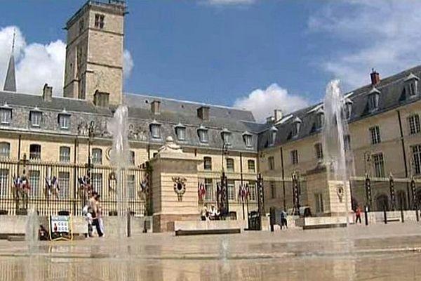 Les conseillers régionaux de Bourgogne ont désigné Dijon comme chef-lieu provisoire de la future grande région Bourgogne/Franche-Comté.