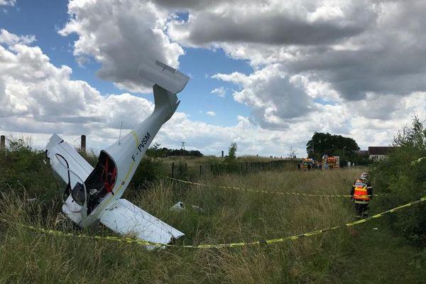 L'avion s'est écrasé dans un champ sans faire de victime.