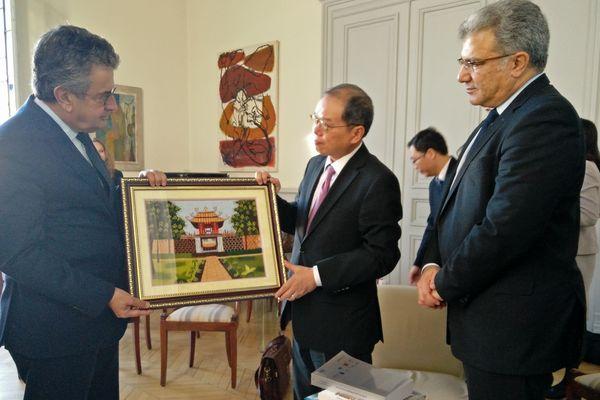 Ngoc Son Nguyen, ambassadeur du Vietnam, en visite à Poitiers le 26 octobre 2017