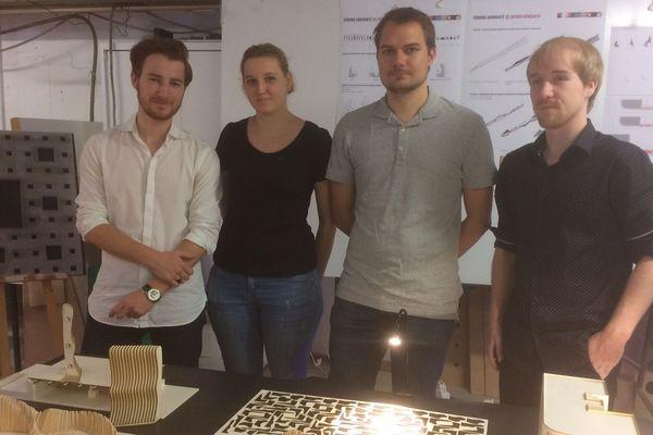 """Les 4 étudiants à l'origine de ce banc """"nouvelle génération"""": Lucas, Lucie, Alexandre et Alex"""