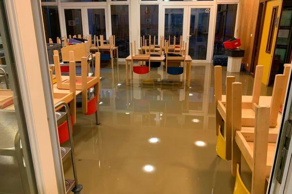 Le rez-de-chaussée de l'accueil de loisirs totalement inondé