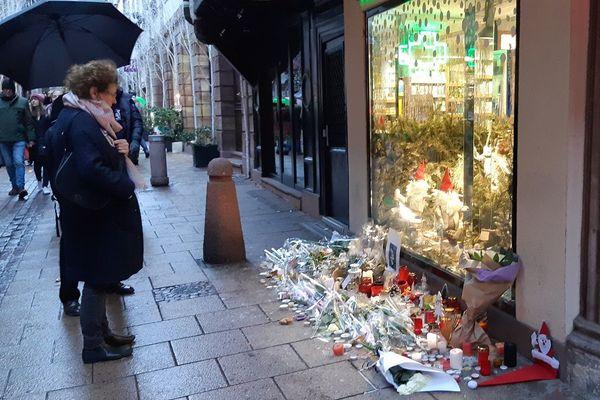 Les premières victimes du terroriste ont été tuées rue des Orfèvres, mais il faut dénombrer beaucoup de victimes psychologiques.