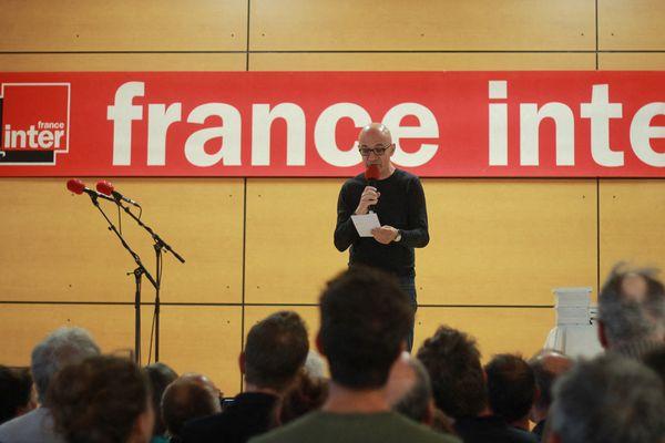 Nicolas Stoufflet anime sur France Inter le jeu des 1000 euros, une émission créée en 1958