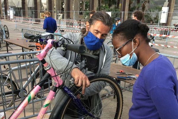 Jusqu'au 10 juin, les mécanos des vélos auscultent gratuitement les bécanes des nantais