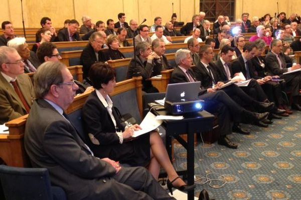 Le député maire de Limoges Alain Rodet assiste à la réunion.