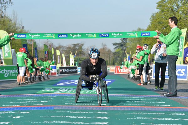 Le Haut-Saônois Julien Casoli remporte le sprint final du marathon de Paris, catégorie handisport