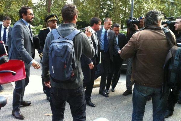 Ce mardi 2 octobre 2012, Manuel Valls le ministre de l'Intérieur arrive à l'hôtel de police de Grenoble.