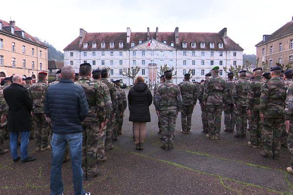 A Besançon, les militaires ont rendu hommage à leurs homologues tués au Mali lors d'un accident entre deux hélicoptères.