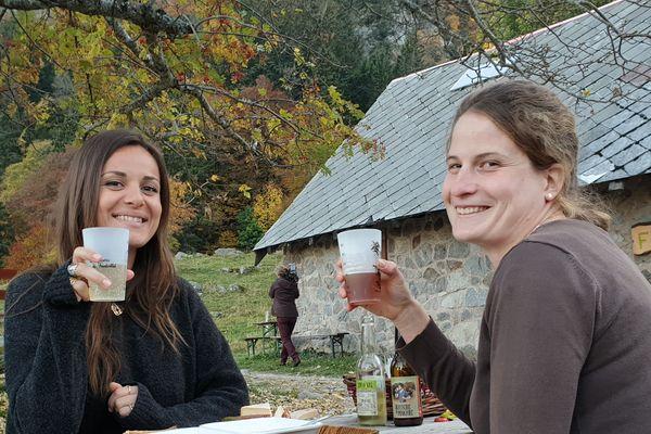Dégustation de la bière brassée avec Chloé.