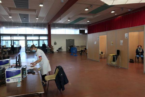 Le centre de vaccination d'Argentan a été transféré de l'espace René-Cassin au Hall du champ de foire, pour vacciner plus de monde en une journée