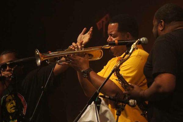 Les Soul Rebels, groupe de la Nouvelle-Orléans, ont joué à deux reprises ce dimanche dans la salle Marcel Hélie.