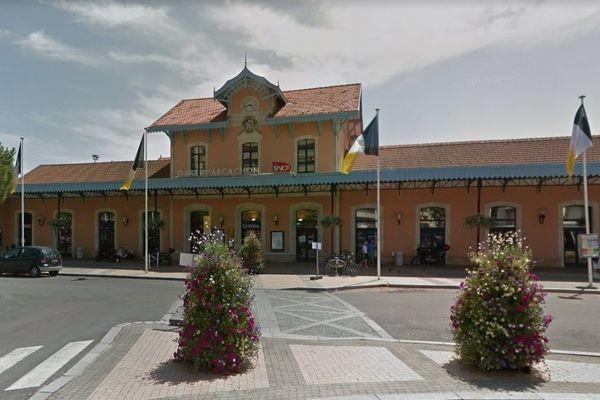 Avec le nouveau RER, Libourne, n'est plus qu'à 1h30 d'Arcachon, sans correspondance en gare de Bordeaux, donc perte de temps.