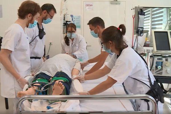Exosquelette Laevo en test à l'hôpital virtuel de Nancy.