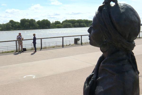 La statue de Modeste Testas sur les quais de Bordeaux