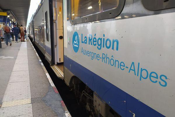 Chaque jour, 200 000 voyageurs circulent dans les trains régionaux en Auvergne-Rhône-Alpes.