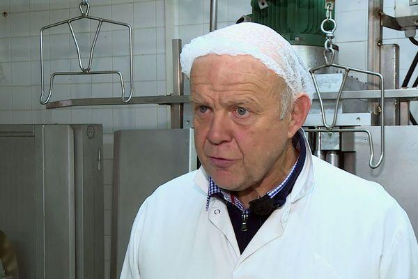 François Héraut, Directeur de l'atelier technologique du Lycée Agricole de Périgueux affirme que son établissement est désormais entièrement aux normes exigées en matière de production de foie gras.