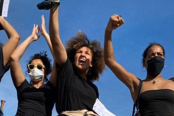 A l'image des autres personnes présentes lors de la manifestation contre les violences policières, Maria Touni Ben Jelloul est jeune, connectée et engagée.
