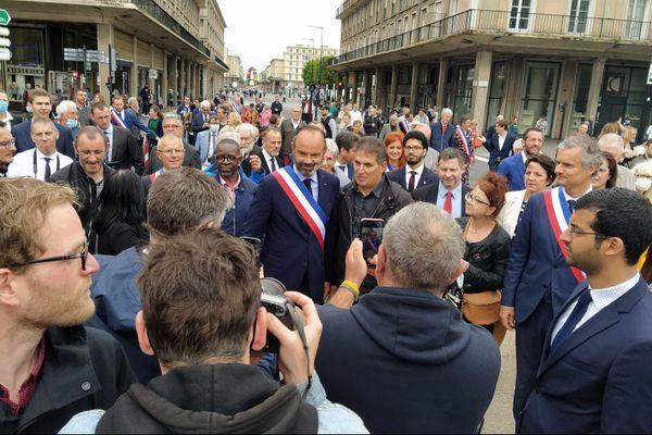 5 juillet 2020 – 10h30 : Edouard Philippe, nouveau maire du Havre à la rencontre des habitants pour des photos et des saluts,  entre l'hôtel de ville et le monument aux morts.