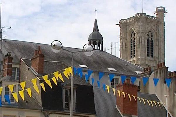 La ville de Nevers s'est parée d'azur et d'or, les couleurs de l'USON sont omniprésentes depuis la victoire du club de rugby face à Chambéry.
