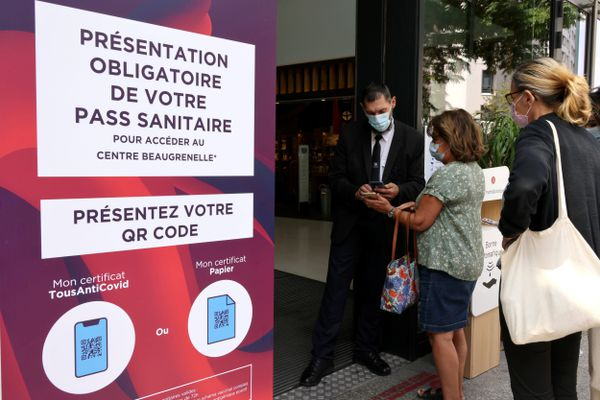 A partir de ce mercredi 8 septembre, le pass sanitaire n'est plus obligatoire à l'entrée des centres commerciaux des départements où le taux d'incidence est inférieur à 200.