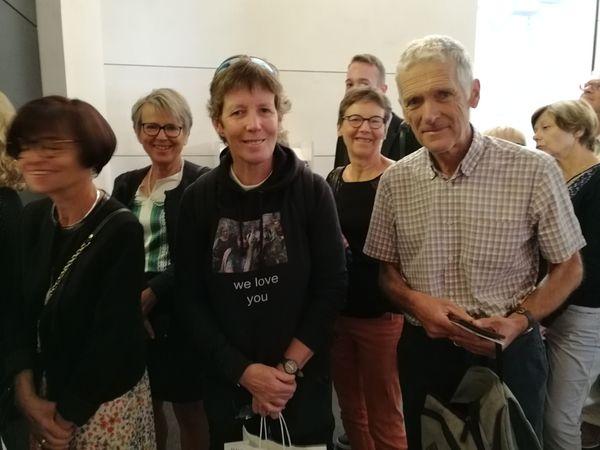 Annick (aucentre), Denis et leurs amis de l'université populaire de Vandoeuvre, venu écouter et rencontrer la navigatrice Isabelle Autissier à l'occasion de l'édition 2019 du Livre sur la place à Nancy.