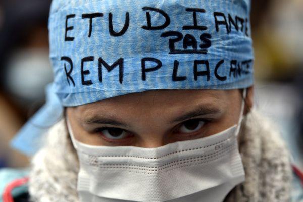 Les syndicats d'étudiants en médecine alertent depuis des mois les pouvoirs publics sur ladégradation de leur santé psychologique.