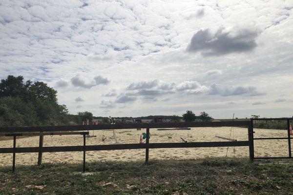 """La ferme équestre de Manon se trouve à Vermenton, dans l'Yonne. Elle propose des randonnées à cheval pour """"tous les niveaux""""."""