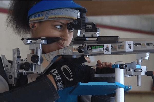Samira Huard, licenciée du club de tir d'Alençon, espère obtenir une place en finale de la Coupe du monde