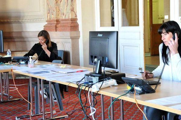 Une plateforme téléphonique est proposée aux habitants de Vichy et son agglomération, dans l'Allier, pendant cette période de confinement lié au coronavirus COVID 19. Une plateforme pour répondre aux questions et aider les personnes les plus vulnérables.