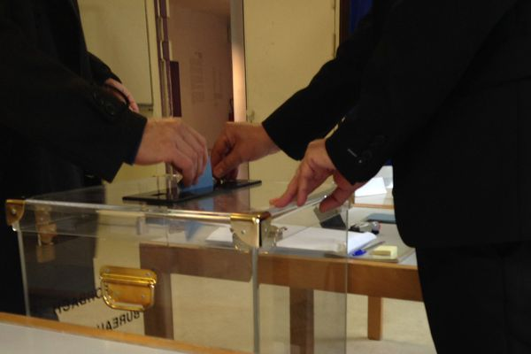 Vote au bureau n°4 de Forbach dimanche 6 décembre