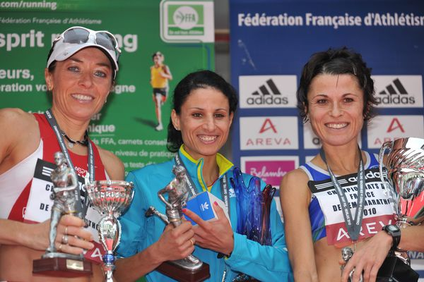 Corinne Herbreteau-Canté, première en partant de la droite, ici aux championnats de France de semi-marathon