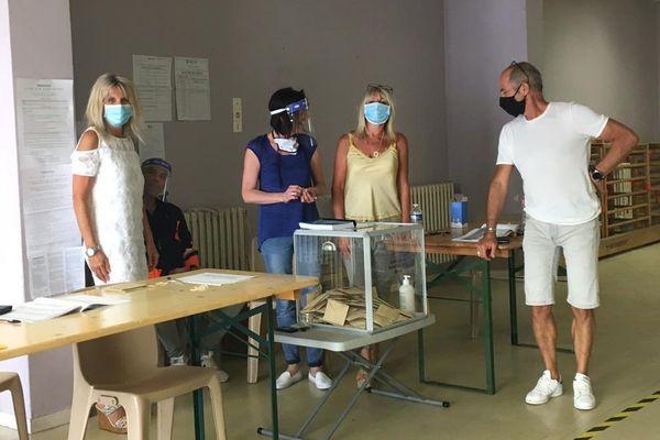 Consignes sanitaires respectées dans ce bureau de vote de Nice ce dimanche 28 juin.