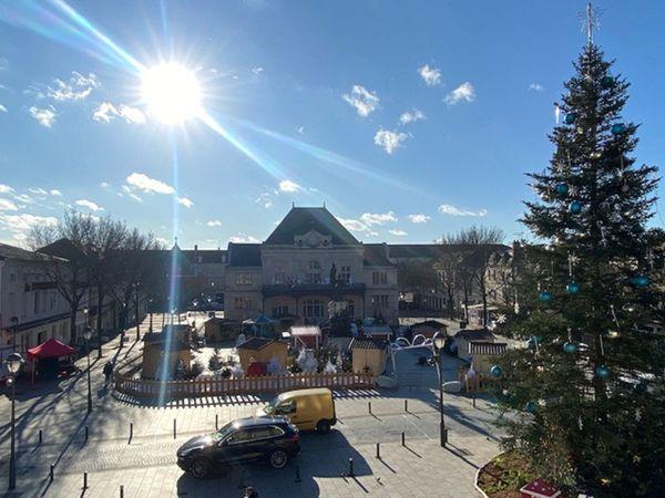 La ville de Saint- Dizier accueille son marché de Noël.