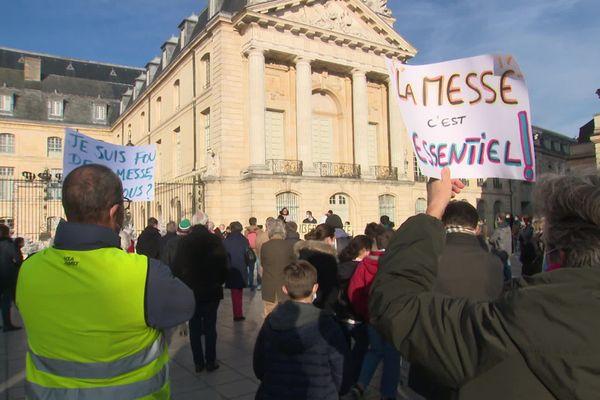 La manifestation a eu lieu sur la place de la Libération à Dijon