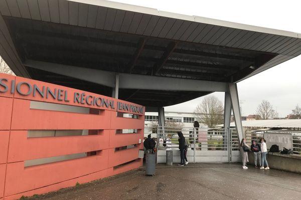 Les cours n'ont pas été suspendus lundi 1er février 2021, après l'intrusion survenue à 13h au lycée Jean-Prouvé de Nancy.