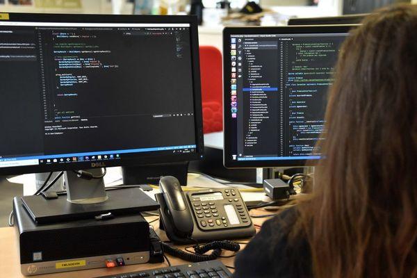 Les développeurs web font partie des métiers en tension sur le marché de l'emploi.