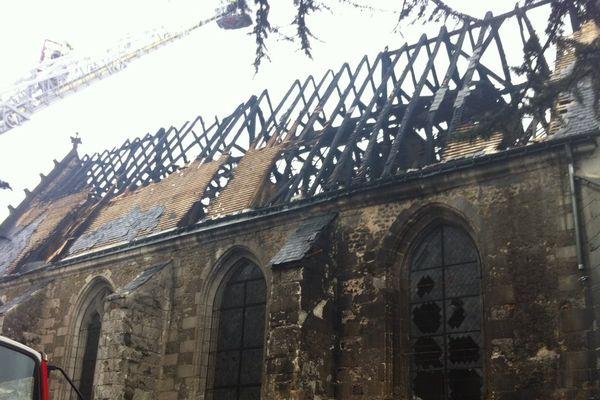Une partie de l'église de Saint-Martin-le-Beau, dans l'Indre-et-Loire a été détruite par l'incendie.