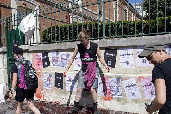 En août 2013, des militants d'Act Up Paris collaient des tracts et répendaient du faux sang devant le siège de la Fondation Jérôme Lejeune, association de lutte contre la trisomie 21, anti-avortement et anti-euthanasie.