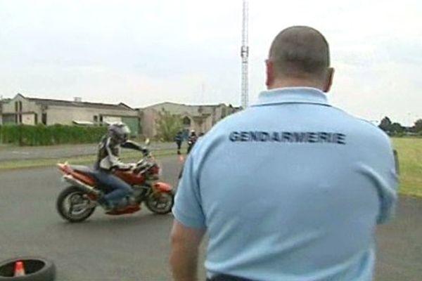 Les gendarmes à Marsac ont proposé aux motards, conducteurs en tous temps, de vérifier leurs connaissances, de dispenser des conseils. Eux, motards par vocation, ont l'expérience de la conduite en toutes situations dues à des journées entières à sillonner les routes.