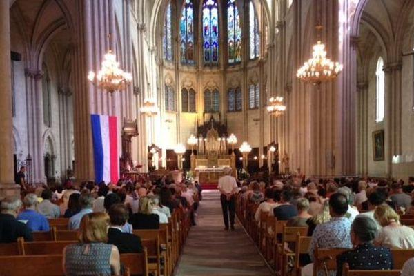 Un millier de personnes, chrétiens et musulmans rendaient hommage au père Jacques Hammel à la cathédrale Saint-Pierre.
