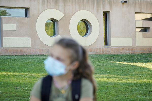 Allier : des masques distribués aux élèves des écoles élémentaires et aux collégiens.