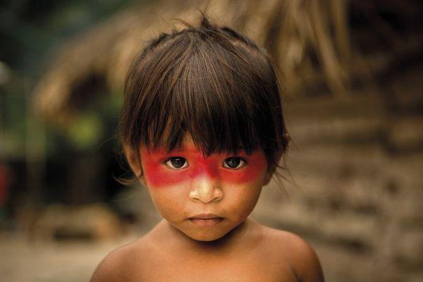 Enfant tupi guarani, Brésil.
