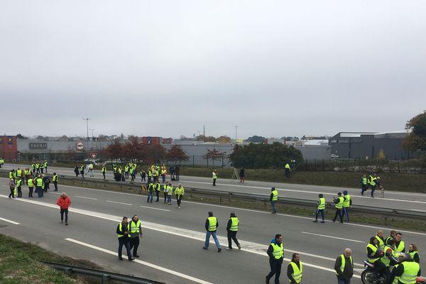 A Vannes (56) les manifestants ont envahi la RN165 vers 9h45 et bloquent la circulation