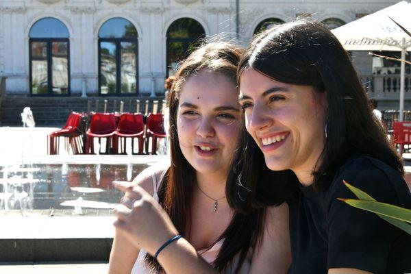 """Anaïs et Emma du documentaire """"Adolescentes"""" à Brive"""