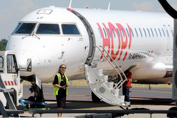 """La compagnie aérienne Hop!, filiale domestique d'Air France, prévoit que """"85% des vols seront assurés vendredi"""", premier des deux jours de grève de ses hôtesses et stewards."""