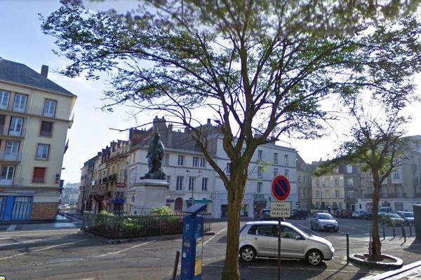 La route Nationale dans le centre ville de Dieppe