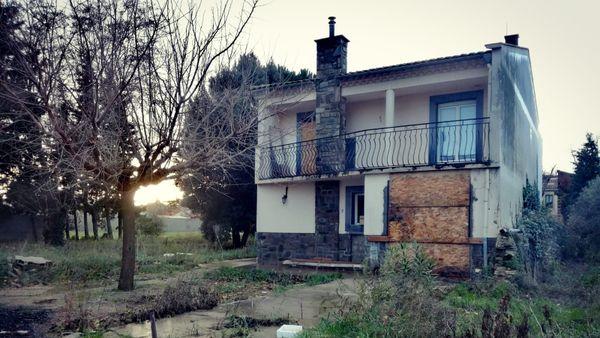 une maison du quartier de l'Aiguille à Trèbes  vouée a la destruction.