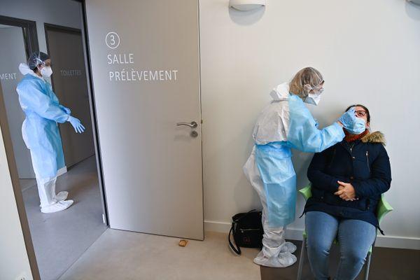 516 habitants de Chalonnes-sur-Loire (Maine-et-Loire) sont venus se faire tester ce dimanche 14 février, 5 ont présenté un test positif à la covid-19.