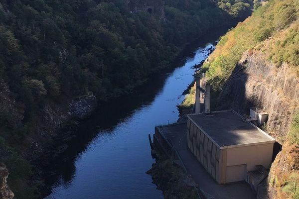 A proximité  du barrage de l'Aigle, le niveau de la Dordogne peut monter de plusieurs mètres.