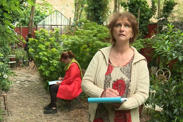 """Dans le cadre des """"Rendez-vous aux Jardins"""", les visiteurs étaient invités à dessiner."""